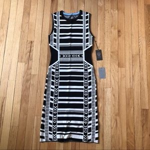 Vince Camuto body con dress